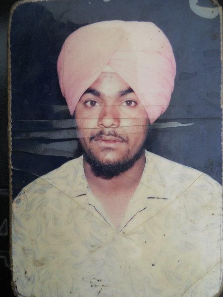 Photo of Didar Singh,  ਲਾਪਤਾ/ਜ਼ਬਰਨ ਲਾਪਤਾ ਦੀ ਤਾਰੀਖ਼ ਫ਼ਰਵਰੀ ੦੫, ੧੯੯੩, in Mulepur,  by ਪੰਜਾਬ ਪੁਲਿਸ