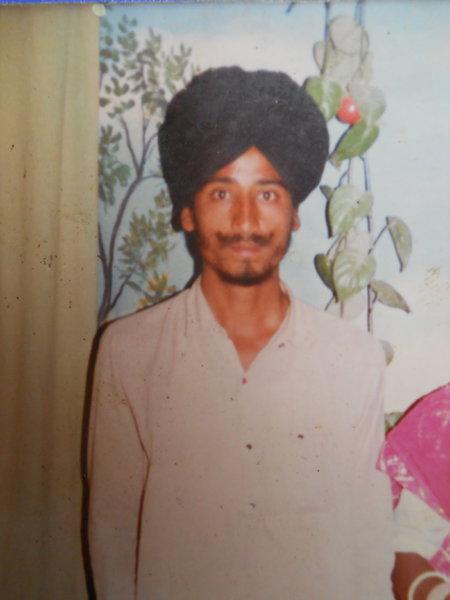 Photo of Pargat Singh, ਗੈਰ ਕਾਨੂੰਨੀ ਹੱਤਆਿ ਦਾ/ਦੀ ਪੀੜਤ ਦੀ ਤਾਰੀਖ਼ ਅਗਸਤ ੩੧, ੧੯੮੯, in Firozpur, by ਪੰਜਾਬ ਪੁਲਿਸ