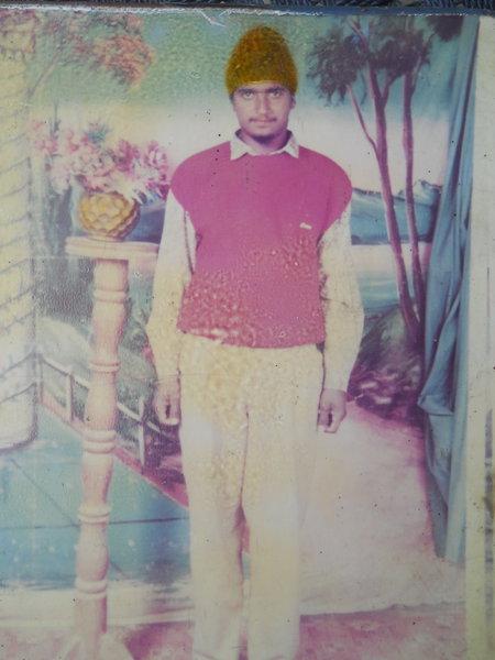 Photo of Heera Singh, ਗੈਰ ਕਾਨੂੰਨੀ ਹੱਤਆਿ ਦਾ/ਦੀ ਪੀੜਤ ਦੀ ਤਾਰੀਖ਼ ਨਵੰਬਰ ੧੪, ੧੯੯੨, in Udhanwal, Sri Hargobindpur, Khojala, Batala,  by ਪੰਜਾਬ ਪੁਲਿਸ; ਬਲੈਕ ਕੈਟ, in Batala, by ਪੰਜਾਬ ਪੁਲਿਸ